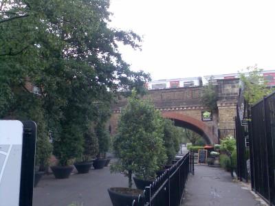 Tiltu pravaziuoja traukinukas...